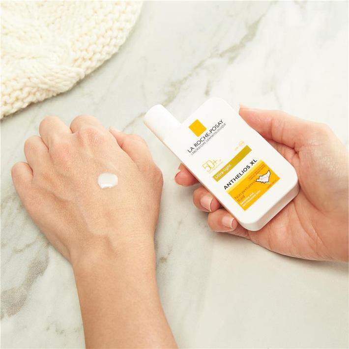 Cảnh báo: Từ giờ đến cuối tuần tia UV tại Hà Nội cao vọt có thể gây bỏng da, kem chống nắng nặng đô chính là sản phẩm quan trọng nhất lúc này - Ảnh 6.