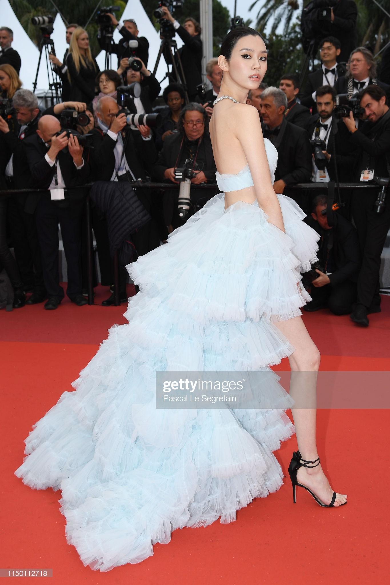 Thảm đỏ Cannes nhường spotlight cho Nick Jonas cung phụng Hoa hậu, Sui He gây sốc như không mặc gì - Ảnh 16.