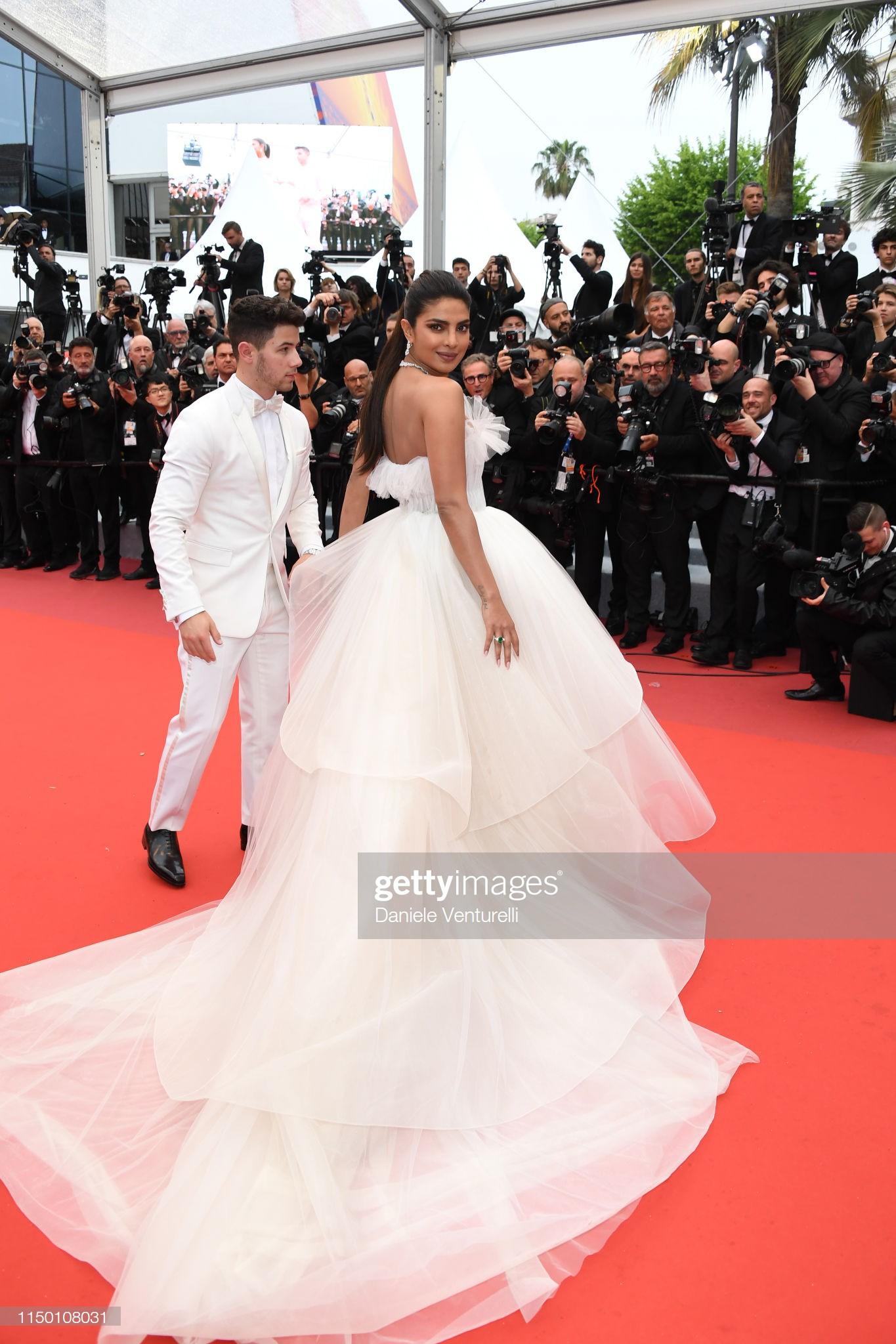 Thảm đỏ Cannes nhường spotlight cho Nick Jonas cung phụng Hoa hậu, Sui He gây sốc như không mặc gì - Ảnh 3.