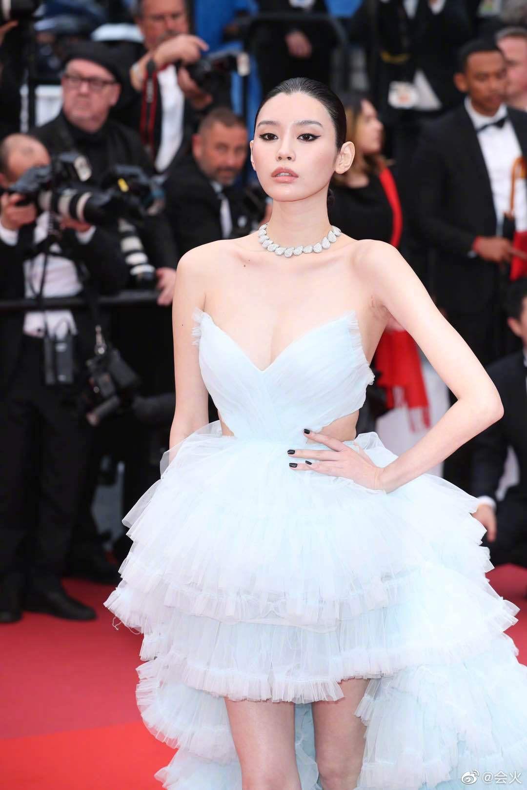 Vòng eo ngấn mỡ tại Cannes là minh chứng cưới chạy bầu của Ming Xi với thiếu gia tỷ đô Hà Du Quân? - Ảnh 7.