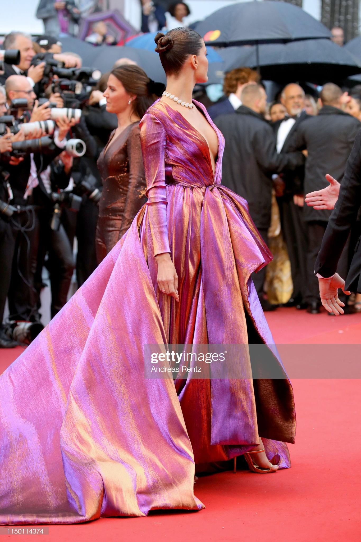 Thảm đỏ Cannes nhường spotlight cho Nick Jonas cung phụng Hoa hậu, Sui He gây sốc như không mặc gì - Ảnh 30.