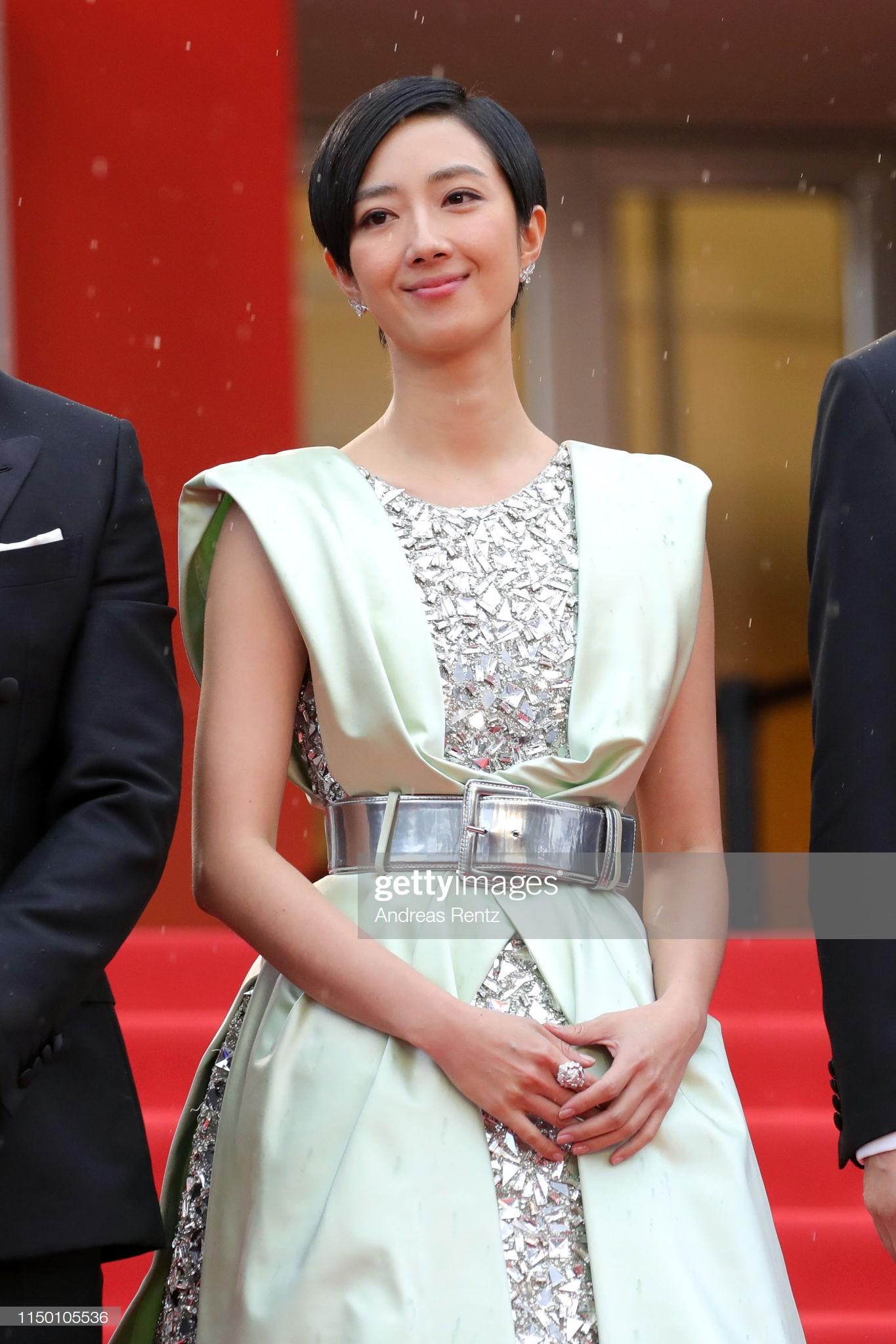 Thảm đỏ Cannes nhường spotlight cho Nick Jonas cung phụng Hoa hậu, Sui He gây sốc như không mặc gì - Ảnh 23.