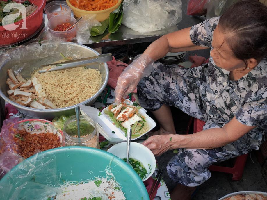 Quán ăn nhỏ hơn 40 năm tuổi góp phần làm nên văn hóa ẩm thực hẻm Sài Gòn: 7 ngày bán 7 món khác nhau, tuyệt hảo nhất chính là món chay - Ảnh 7.