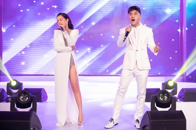 Di chứng của Photoshop tiếp tục gọi tên Phạm Quỳnh Anh:  Đôi chân cong vẹo bất thường, nuột nà như mất đầu gối  - Ảnh 4.