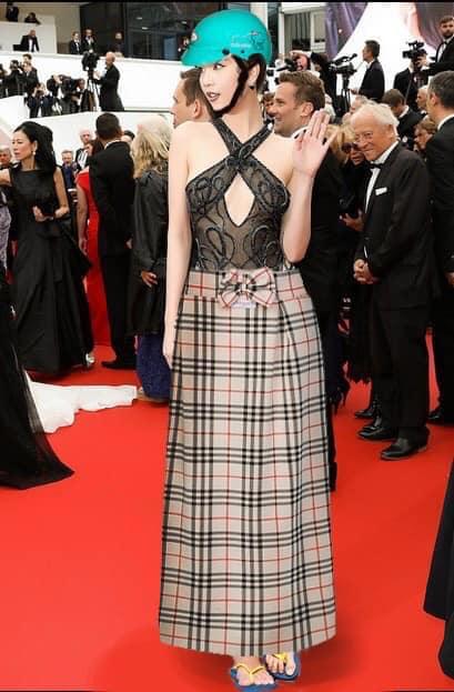 Ngọc Trinh ở Cannes mặc đồ lồ lộ quá, cư dân mạng đã nhanh chóng tân trang giải cứu ngay rồi đây - Ảnh 6.