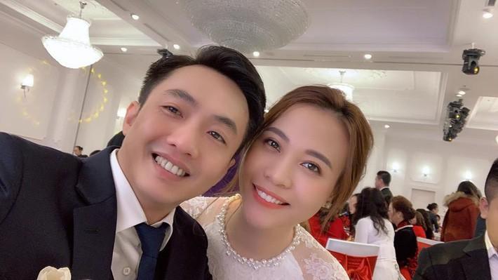 Đàm Thu Trang nhử fan với hình ảnh cô dâu xinh đẹp, NTK tiết lộ giá trị của thiết kế váy khiến ai cũng bất ngờ - Ảnh 1.