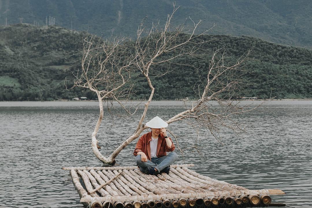 Khoan về quê nuôi cá và trồng rau, nếu mệt quá hãy... đến Huế để tâm hồn phiêu dạt như áng mây bên trời - Ảnh 1.