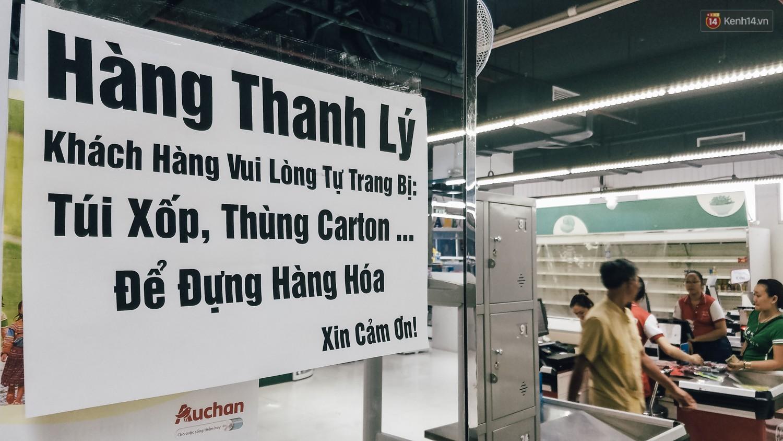 Siêu thị Auchan những ngày cuối cùng ở Việt Nam: Hàng hoá được gom lại một chỗ, không còn cảnh chen lấn - Ảnh 3.