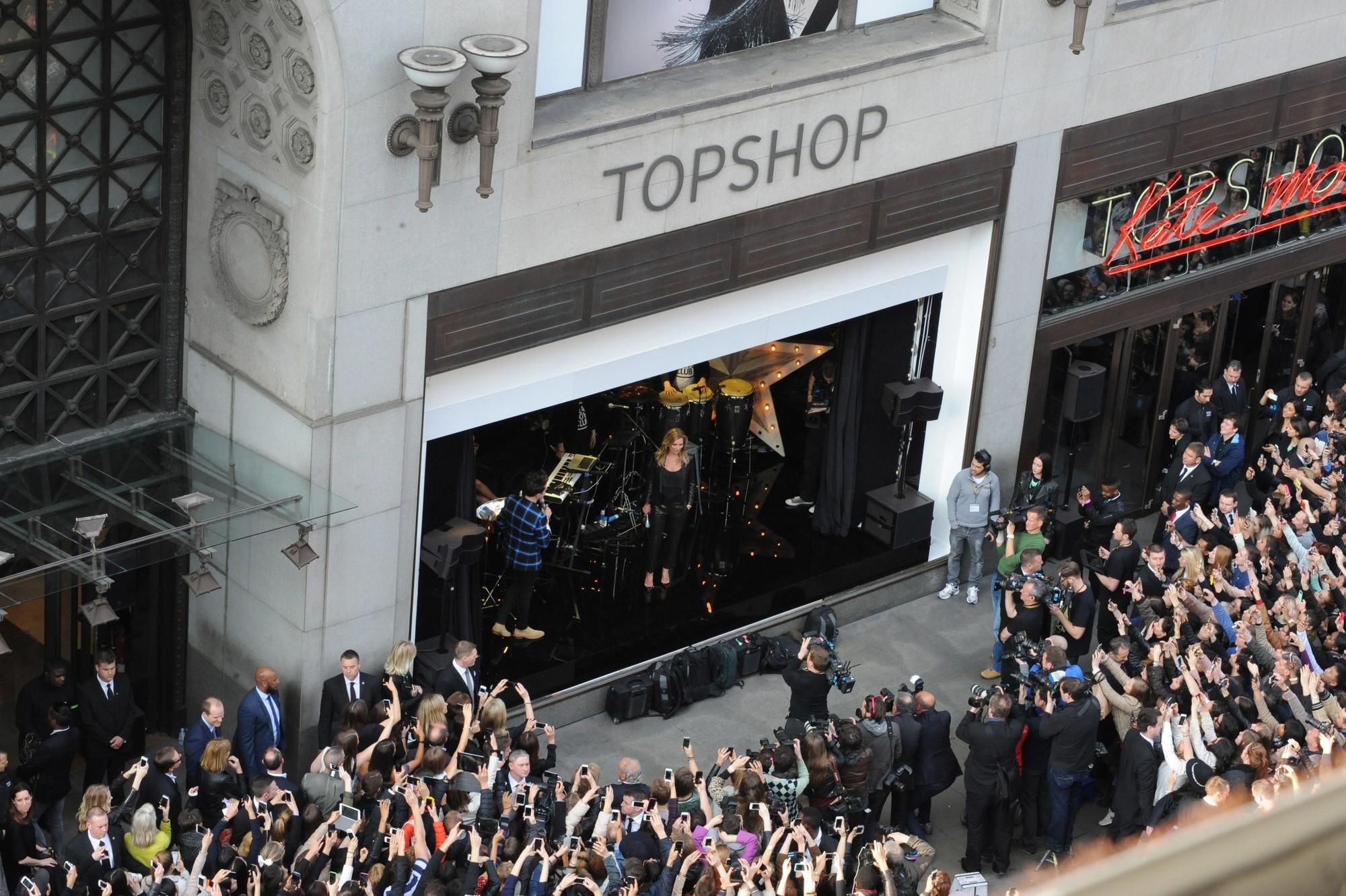 Topshop đệ đơn phá sản tại Mỹ, đóng cửa toàn bộ cửa hàng - Ảnh 2.