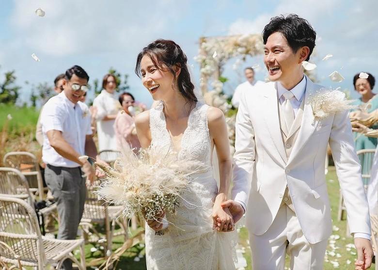 Đám cưới cổ tích bất ngờ của cặp đôi mỹ nam Cung Tâm Kế và nữ diễn viên Mái Ấm Gia Đình sau 5 năm bên nhau - Ảnh 1.