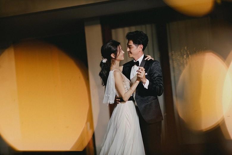 Đám cưới cổ tích bất ngờ của cặp đôi mỹ nam Cung Tâm Kế và nữ diễn viên Mái Ấm Gia Đình sau 5 năm bên nhau - Ảnh 4.