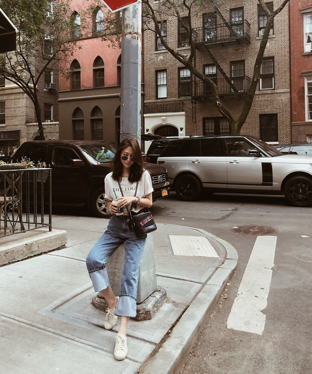 Bảo chứng cho vẻ sành điệu là combo áo phông – quần jeans với 15 ý tưởng diện mãi không biết chán này  - Ảnh 9.