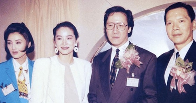 Mỹ nhân tuyệt sắc phim Châu Tinh Trì: Thời trẻ chuyên cặp đại gia, U60 hẹn hò bạn trai kém 10 tuổi - Ảnh 7.