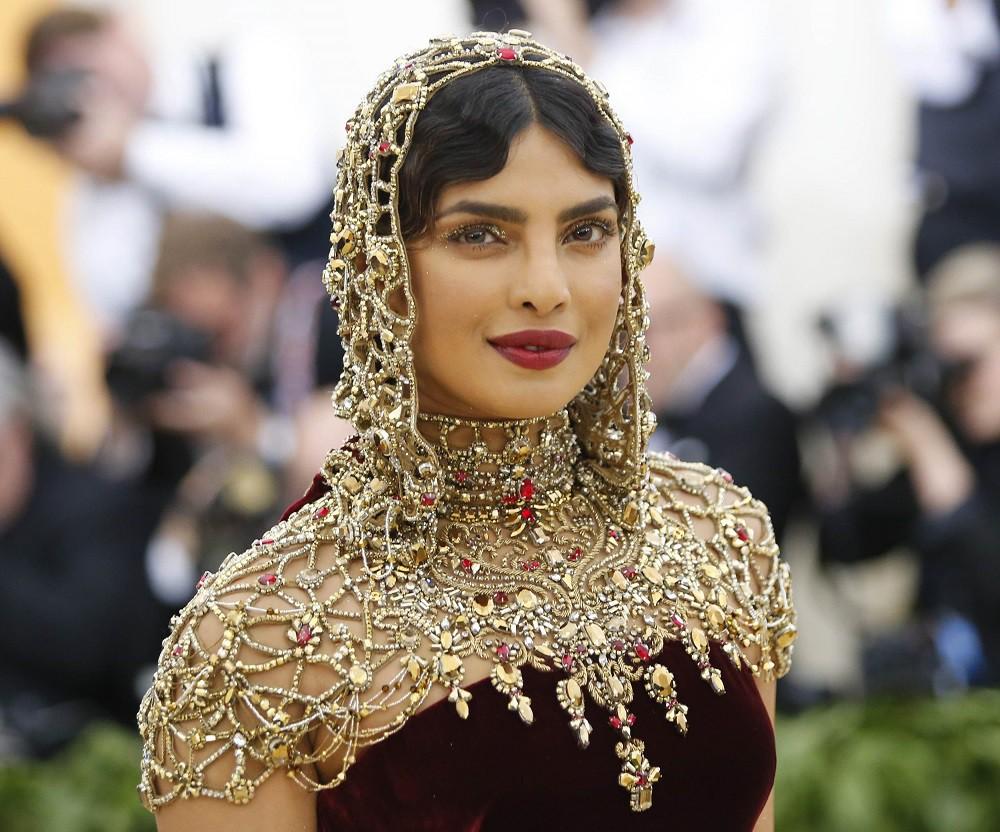 """Cuộc thi Hoa hậu Ấn Độ khiến dân tình hoa mắt chóng mặt vì 30 thí sinh dự thi giống nhau như """"copy & paste"""" - Ảnh 2."""