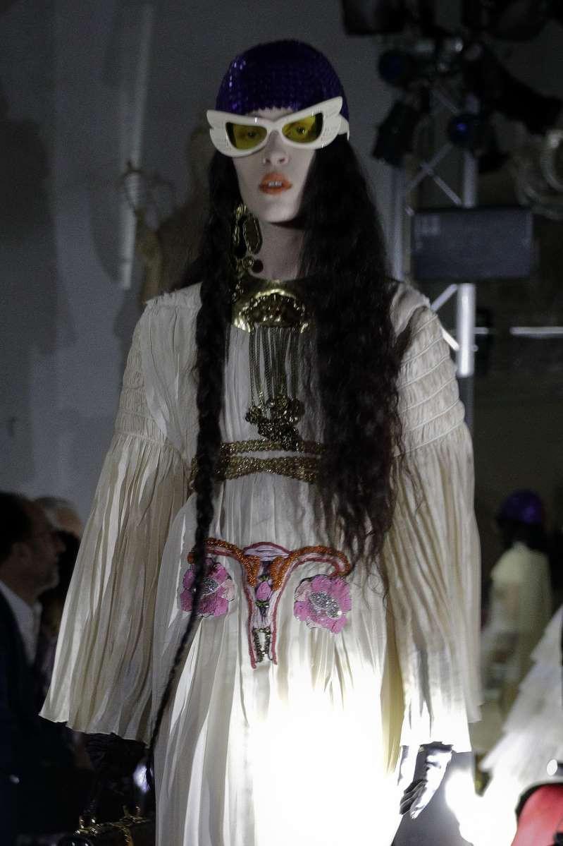 Cho hình tử cung phụ nữ lên thiết kế, Gucci bị dân mạng ném đá: Chúng tôi không phải là máy sinh sản  - Ảnh 2.