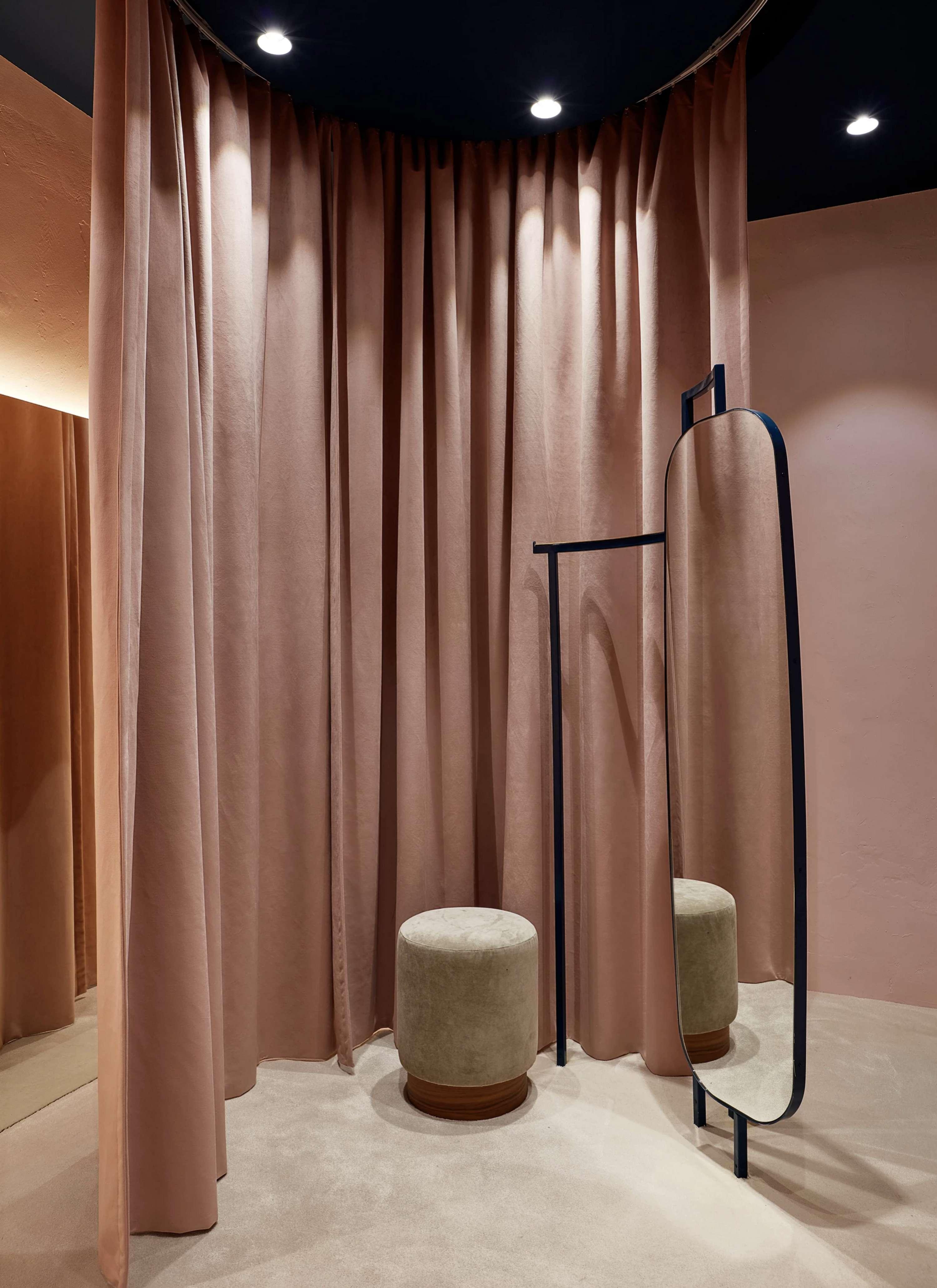 rèm cửa phòng thay đồ màu hồng