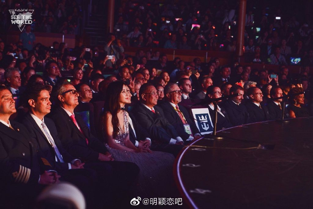 Nghi ngờ màn đỡ váy của Angela Baby - Huỳnh Hiểu Minh là bình phong, đây mới là thái độ của vợ chồng suốt sự kiện - Ảnh 6.
