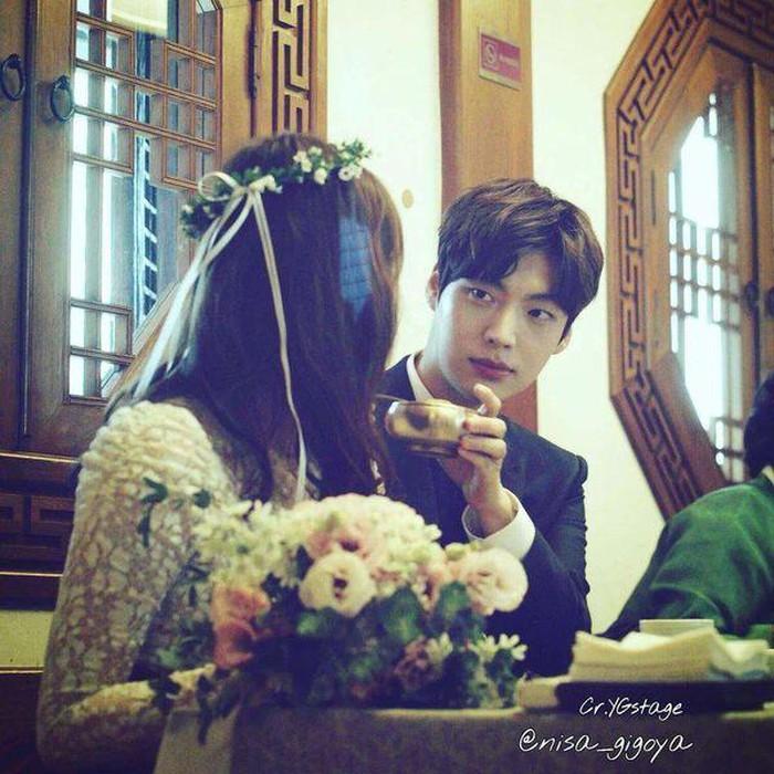 Lý do Goo Hye Sun đăng ảnh cưới nhưng buồn rầu, Ahn Jae Hyun: 'Tôi đang rất đau lòng'