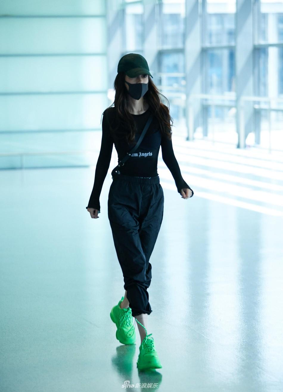 Angelababy xuất hiện với phong cách trẻ trung và năng động - Ảnh 2.