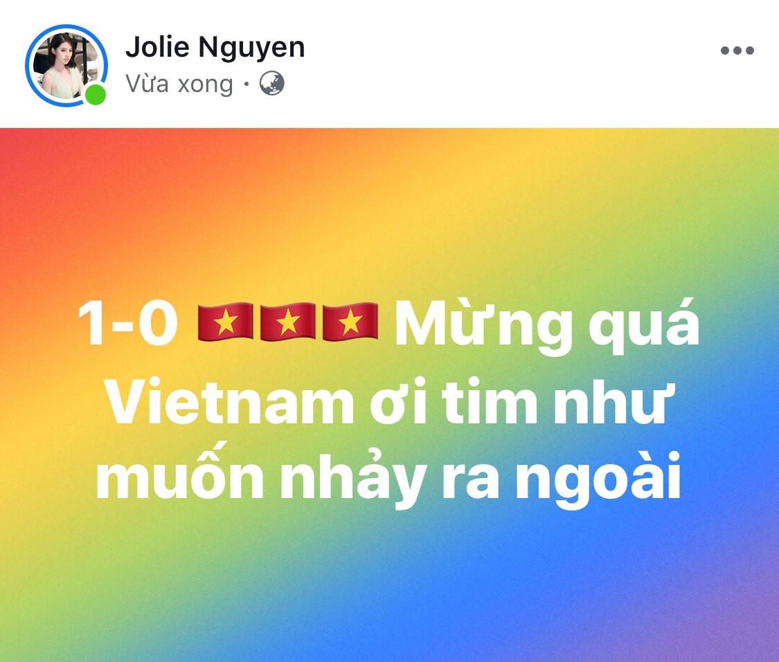 Sao Vbiz vỡ oà khi Văn Đức ghi bàn phút chót, tuyển Việt Nam hạ Thái Lan ngoạn mục vào chung kết Kings Cup - Ảnh 5.