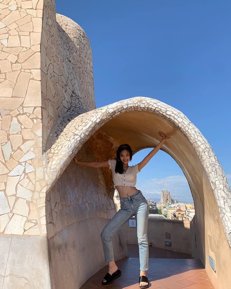 Chuyến đi châu Âu hơn 10 ngày của BLACKPINK chính là lịch trình hoàn hảo cho ai muốn khám phá những địa danh vừa lạ vừa quen ở trời Tây - Ảnh 26.
