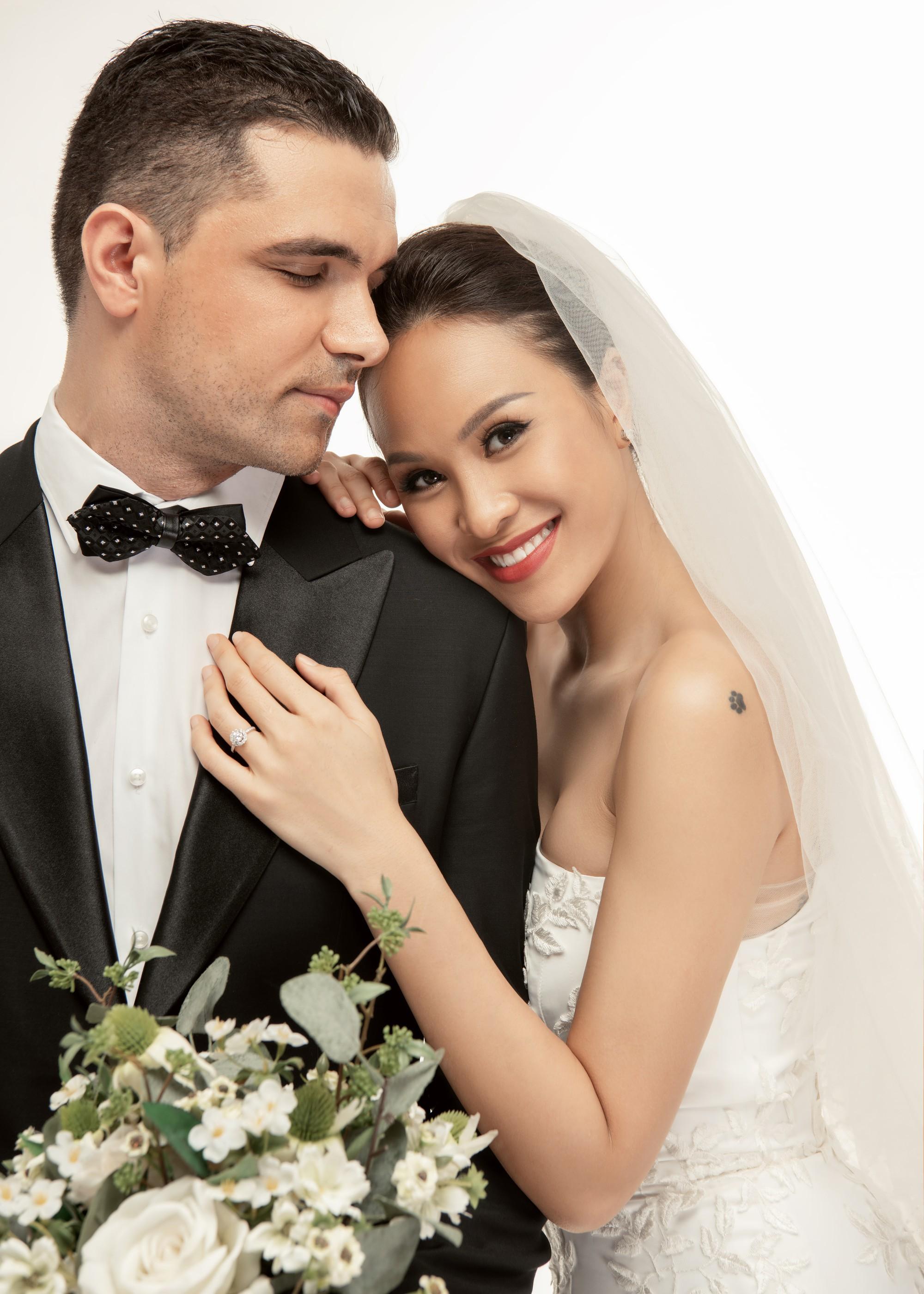 Siêu mẫu Phương Mai khoá môi ông xã Tây cực ngọt ngào trong bộ ảnh cưới trước ngày lên xe hoa - Ảnh 7.