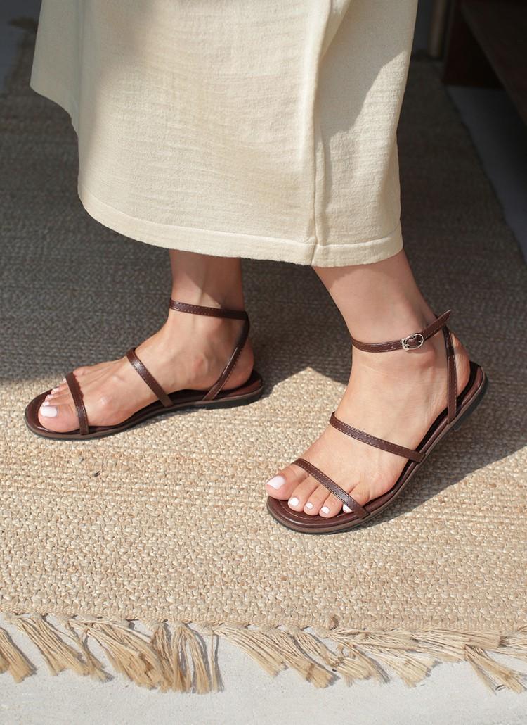 Tạm quên giày cao gót đi, dáng bạn vẫn sẽ cao ráo và phong cách thì đậm chất công sở với 4 kiểu giày bệt này - Ảnh 16.