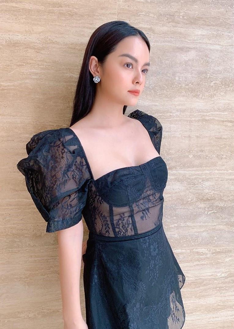 Khiếu mix đồ thần sầu của Phạm Quỳnh Anh: Chỉ vài bước mà biến đầm đi sự kiện thành váy dạo phố cực trẻ xinh - Ảnh 2.