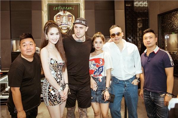 Ngọc Trinh mặc váy lấp lánh sexy, khoe body 'nóng bỏng mắt' dự tiệc tại Singapore 6