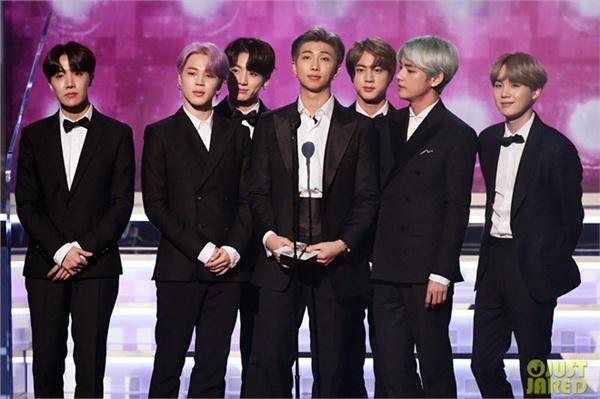 BTS lần đầu tham dự Grammy.