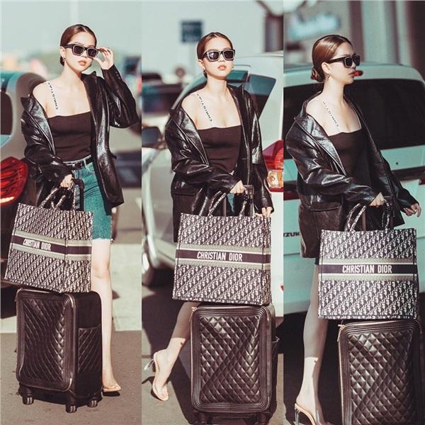 Chiếc vali và chiếc túi cỡ lớn hàng hiệuthu hút sự chú ý không kém chủ nhân của nó.