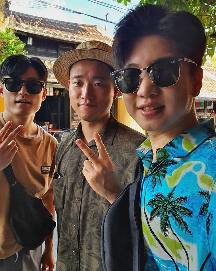 Kang Gary bất ngờ có mặt tại Đà Nẵng, thân thiện chụp ảnh nhưng phản ứng của fan mới đáng chú ý - Ảnh 2.