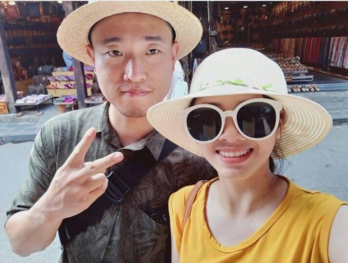 Kang Gary bất ngờ có mặt tại Đà Nẵng, thân thiện chụp ảnh nhưng phản ứng của fan mới đáng chú ý - Ảnh 1.
