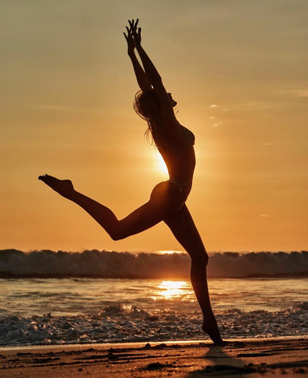 Thiên thần Victorias Secret đăng ảnh ngực trần khoe body không chút mỡ thừa để kêu gọi bảo vệ biển cả - Ảnh 4.