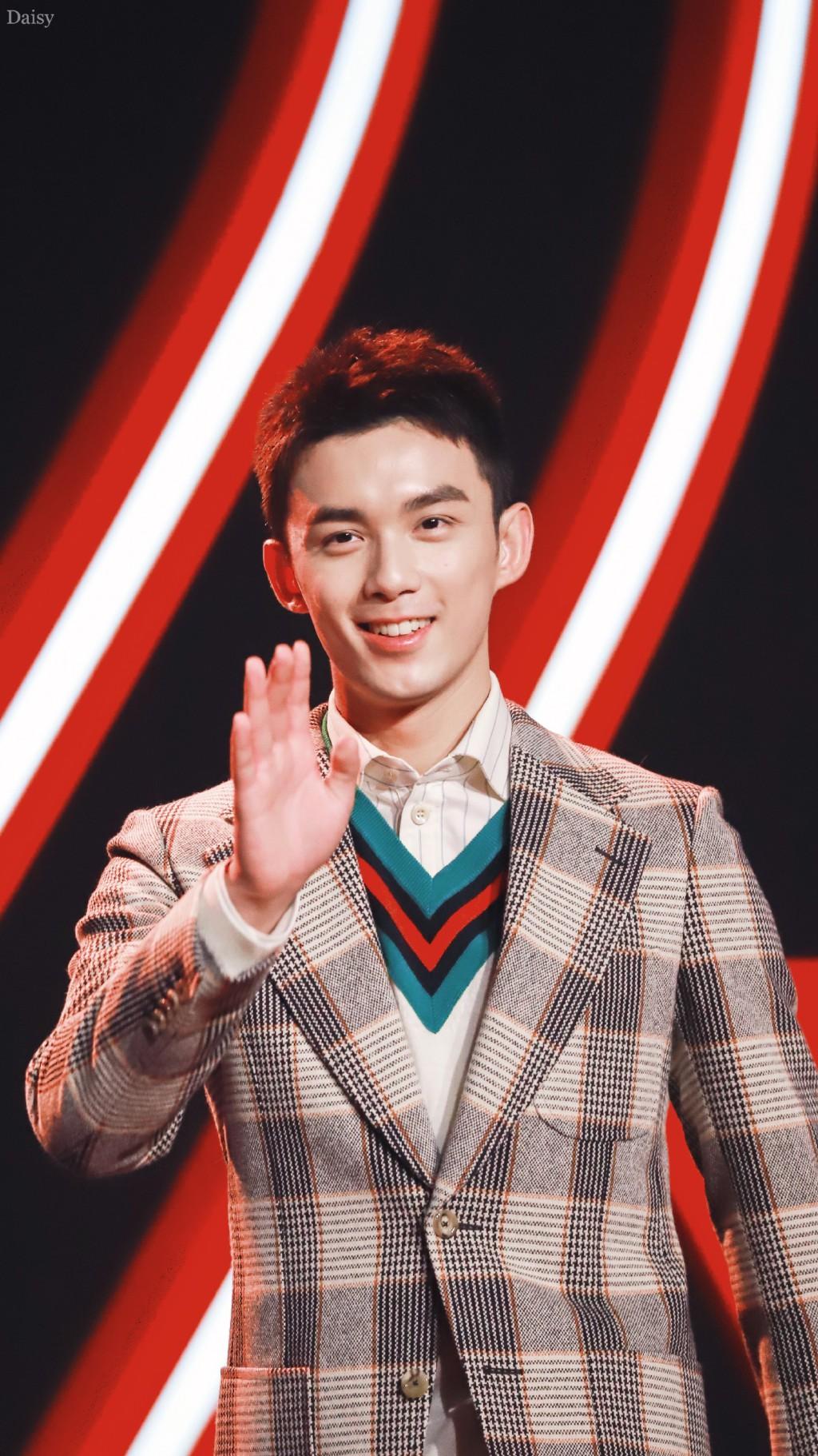 Góc trai đẹp bổ mắt: Luhan gây bão vì soái ca U30 hack tuổi, cạnh tranh sắc vóc với đàn em Ngô Lôi kém 9 tuổi - Ảnh 7.