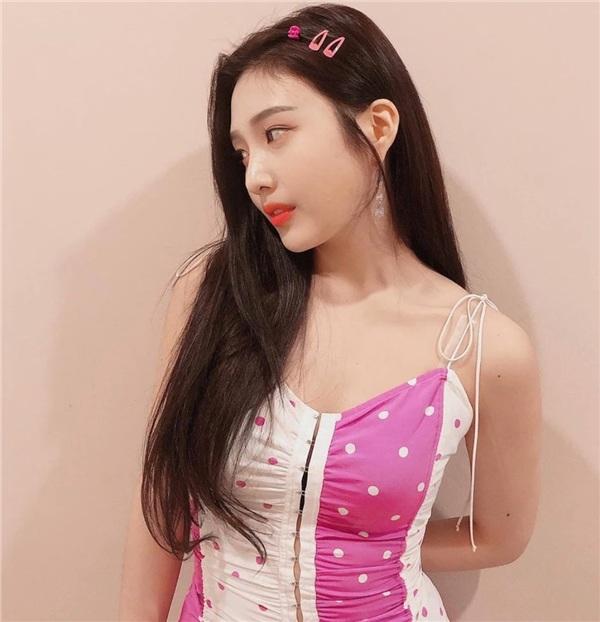 Bị stylist 'hãm hại', nữ thần quyến rũ của Red Velvet khiến fan lo ngại, sợ nhảy quá sung bung nút áo 4