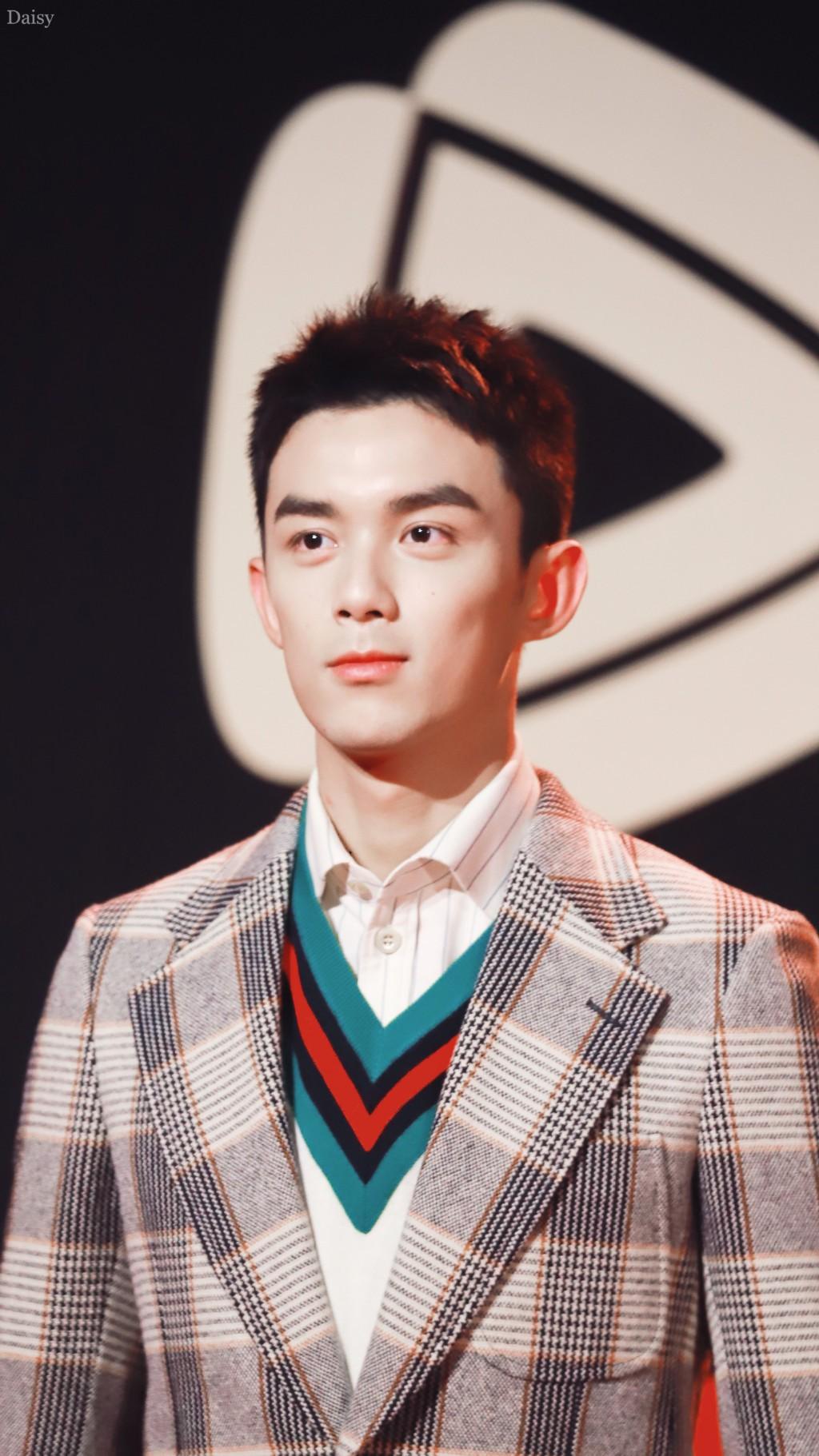Góc trai đẹp bổ mắt: Luhan gây bão vì soái ca U30 hack tuổi, cạnh tranh sắc vóc với đàn em Ngô Lôi kém 9 tuổi - Ảnh 8.