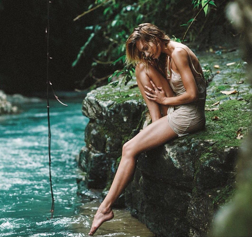 Thiên thần Victorias Secret đăng ảnh ngực trần khoe body không chút mỡ thừa để kêu gọi bảo vệ biển cả - Ảnh 5.