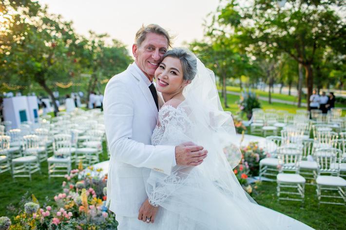"""Đám cưới có 1-0-2: Chú rể """"dám"""" thừa nhận có người thứ 3, nguyên dàn """"nhà chồng cũ"""" tới dự - Ảnh 2."""