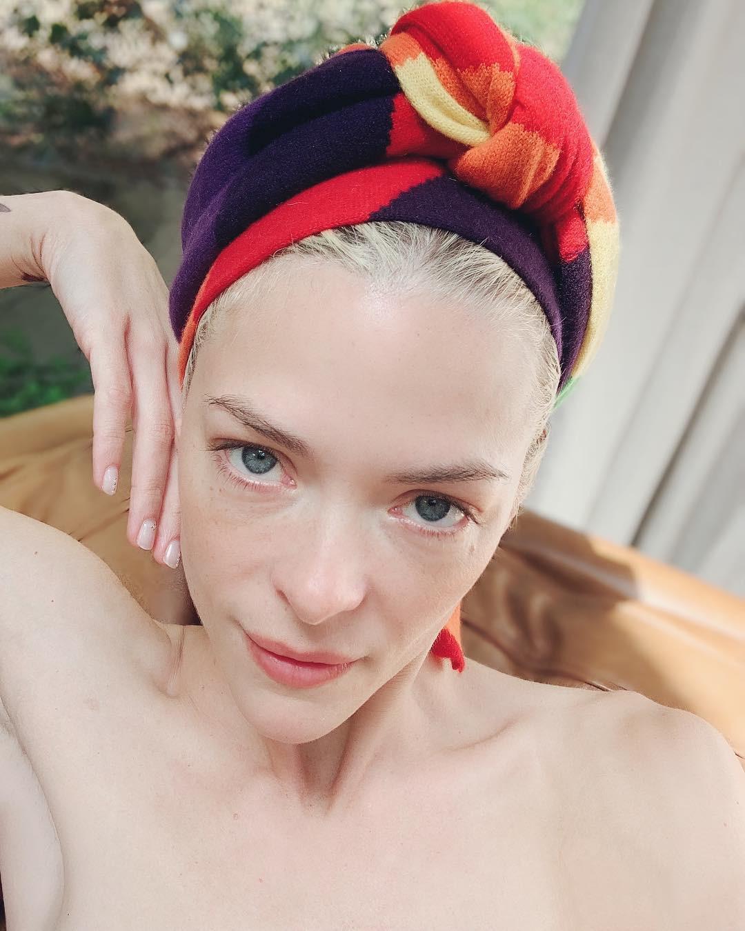 Đừng 'ngó lơ' 6 tips chăm da sau của các người mẫu bởi rất có thể, bạn sẽ tìm thấy chìa khóa nâng cấp nhan sắc 3