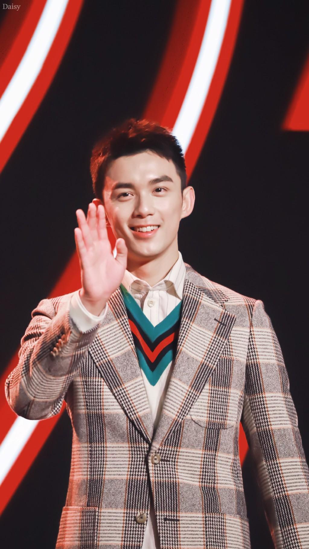 Góc trai đẹp bổ mắt: Luhan gây bão vì soái ca U30 hack tuổi, cạnh tranh sắc vóc với đàn em Ngô Lôi kém 9 tuổi - Ảnh 9.