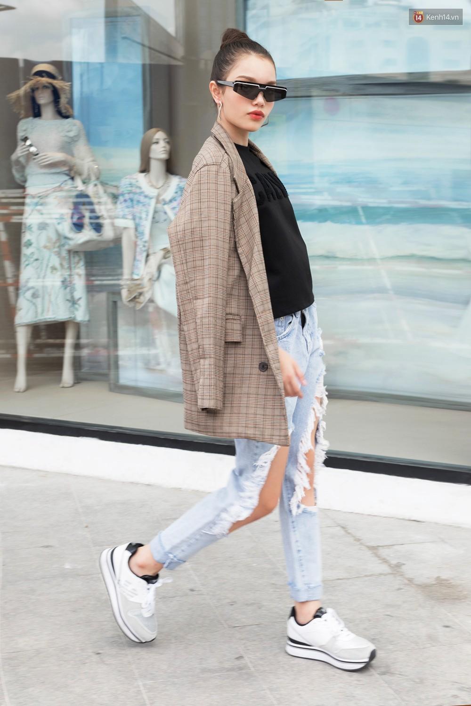 Street style giới trẻ Việt tuần qua: chẳng ưu tiên đồ mát mẻ, các bạn trẻ bất chấp mặc ngốt miễn sao có hình OOTD thật chất - Ảnh 13.
