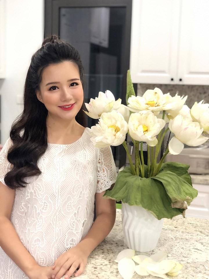 """Xứng danh """"bà mẹ siêu nhân"""", MC Minh Trang thông báo mang bầu lần 4 khiến hơn 8 nghìn người ngỡ ngàng - Ảnh 1."""