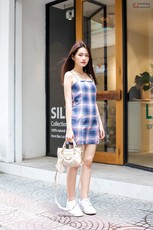 Street style giới trẻ Việt tuần qua: chẳng ưu tiên đồ mát mẻ, các bạn trẻ bất chấp mặc ngốt miễn sao có hình OOTD thật chất - Ảnh 7.