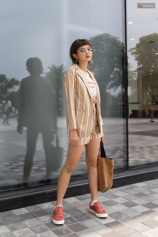 Street style giới trẻ Việt tuần qua: chẳng ưu tiên đồ mát mẻ, các bạn trẻ bất chấp mặc ngốt miễn sao có hình OOTD thật chất - Ảnh 1.