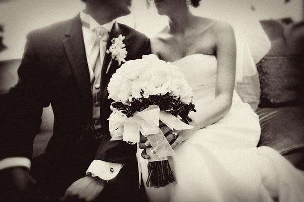 Image result for phụ nữ lập gia đình