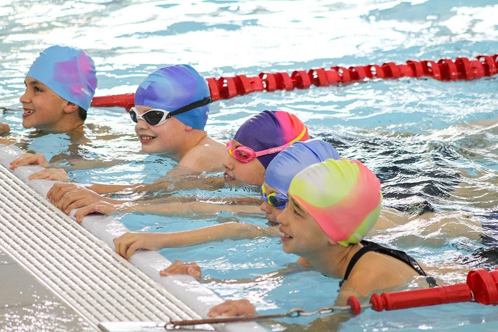Cho trẻ học bơi từ sớm: không chỉ giúp thân thể khoẻ mạnh mà còn là kỹ năng sống còn quan trọng - Ảnh 3.