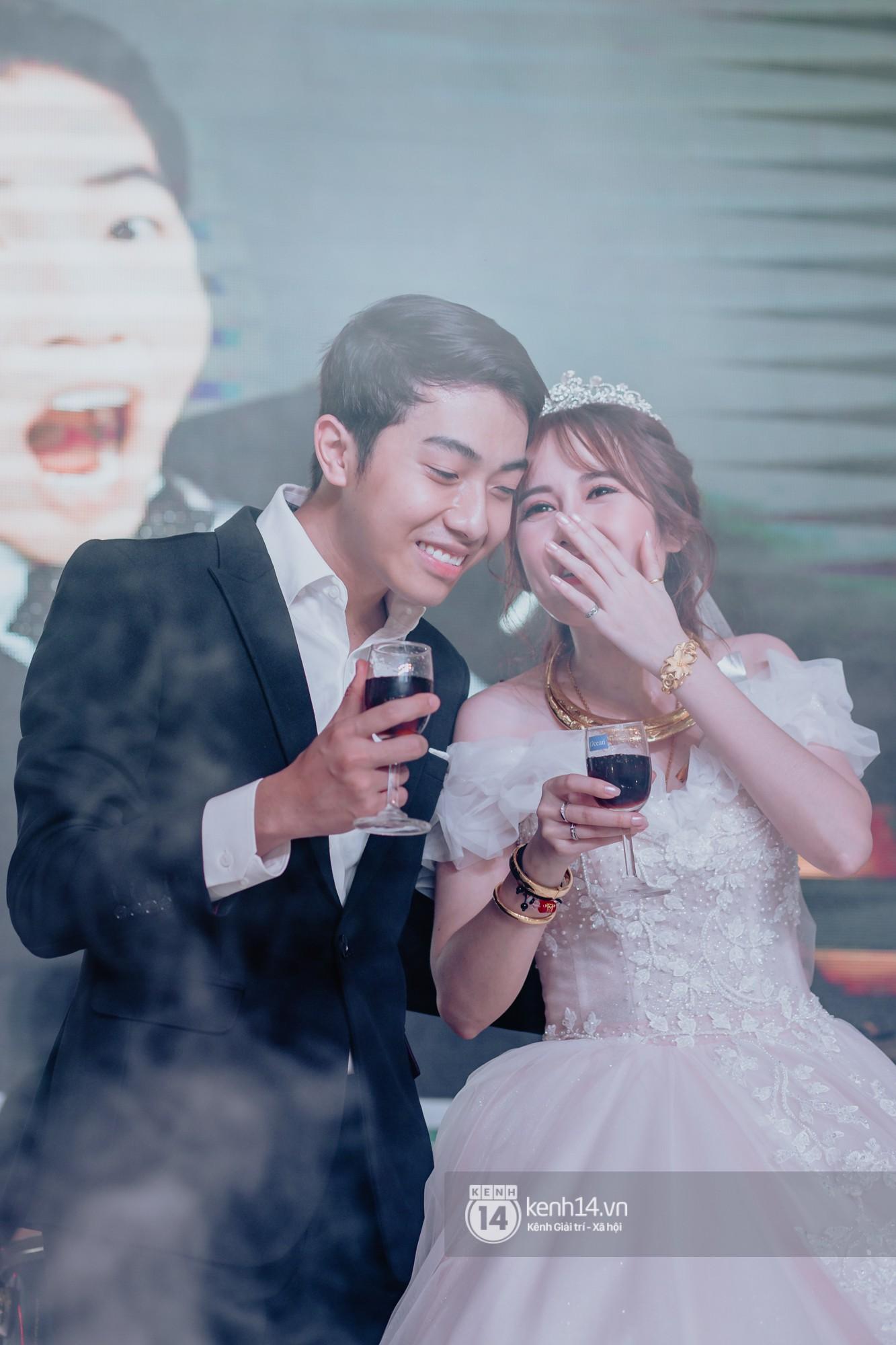 Xem hết một lượt những khoảnh khắc đẹp lịm tim của Cris Phan và Mai Quỳnh Anh: Cái kết đẹp của mối tình Chị ơi, anh yêu em! - Ảnh 13.
