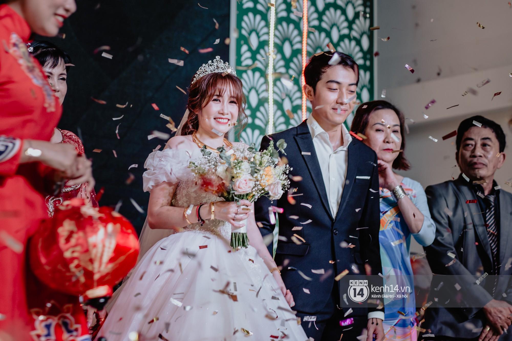 Xem hết một lượt những khoảnh khắc đẹp lịm tim của Cris Phan và Mai Quỳnh Anh: Cái kết đẹp của mối tình Chị ơi, anh yêu em! - Ảnh 8.