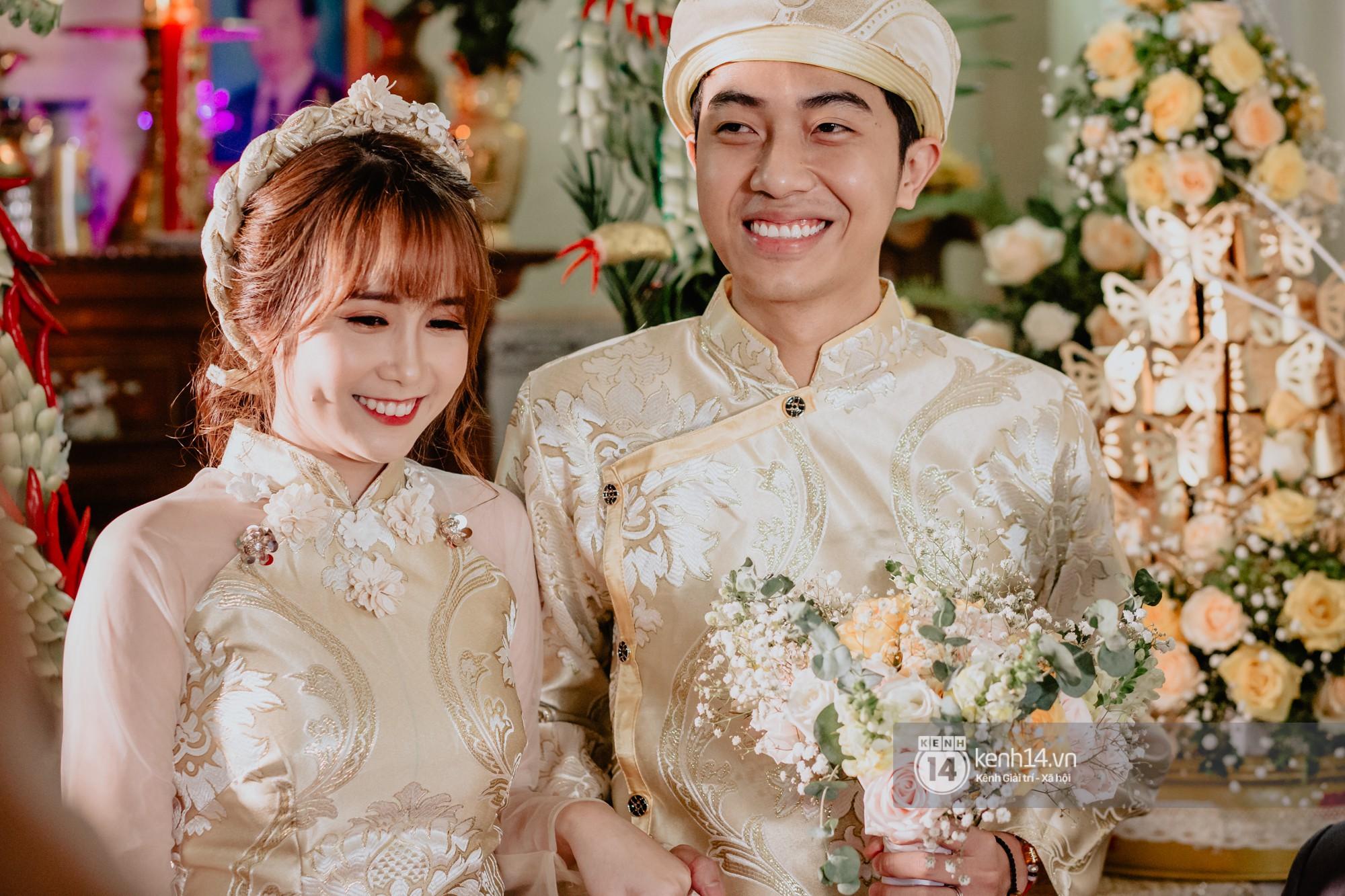 Xem hết một lượt những khoảnh khắc đẹp lịm tim của Cris Phan và Mai Quỳnh Anh: Cái kết đẹp của mối tình Chị ơi, anh yêu em! - Ảnh 1.